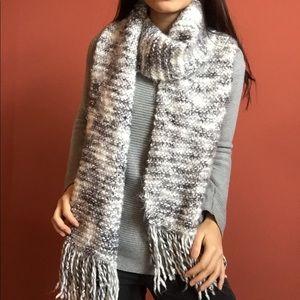 LIKE NEW gray/white fuzzy knit scarf